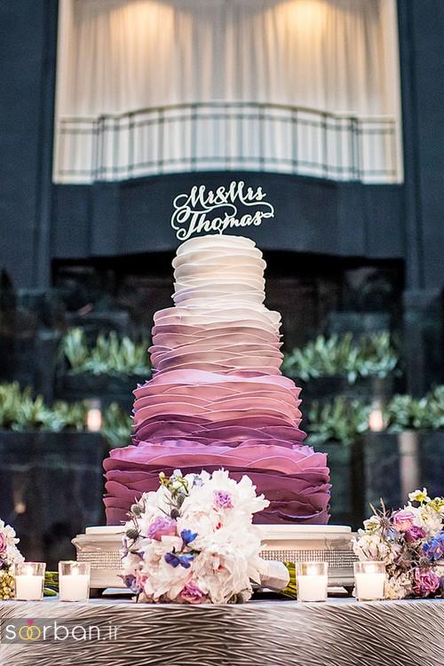 کیک عروسی با روکش خامه بنفش