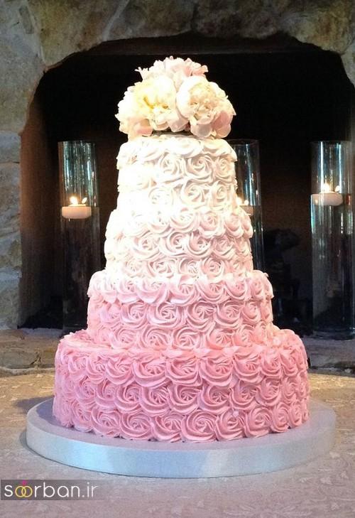 کیک عروسی با روکش خامه صورتی