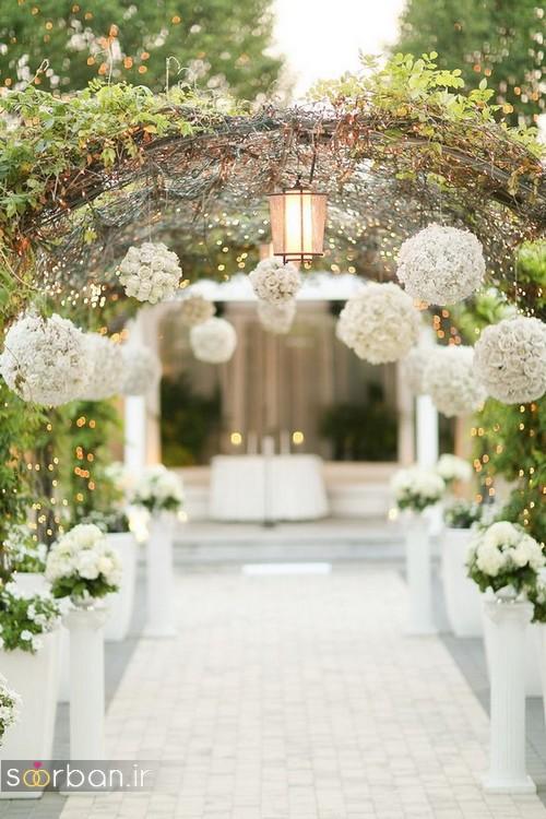 تزیین ژورنالی ورودی باغ تالار عروسی با طاق و گل های توپی