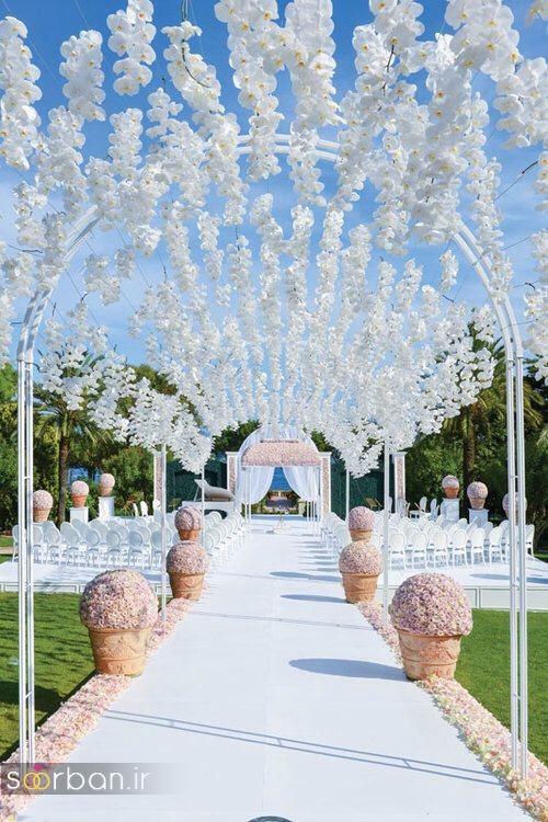 تزیین ژورنالی ورودی باغ تالار عروسی با گل های آویزان