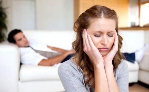 چگونه رفتار نادرست و اشتباه همسرم را به او بگویم؟