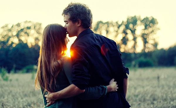 71-sunlit-couple-love-romantic