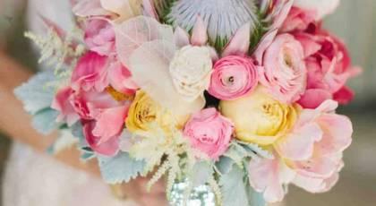 دسته گل عروس با رنگ های شاد و زیبا 2017