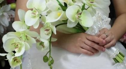 دسته گل های عروس شیک و خاص با گل شیپوری