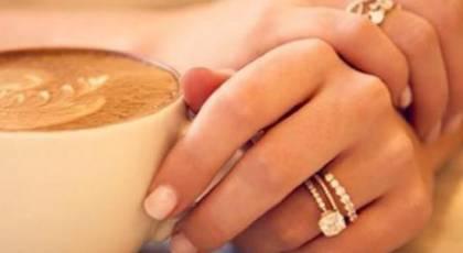 چرا حلقه ازدواج را در دست چپ می کنند؟
